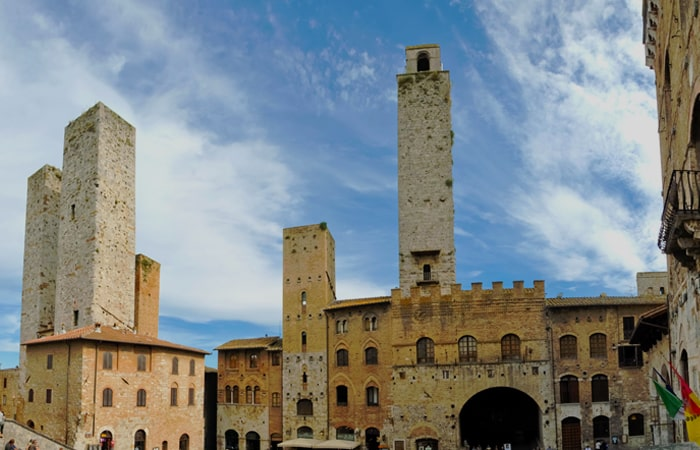 "Volterra-€""-S.Gimignano-â€""-Lucca-700-x-450-min"